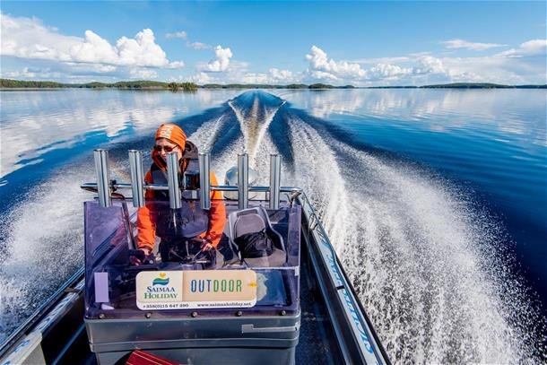 In Sept and Oct daily taxi service to Linnansaari NP!